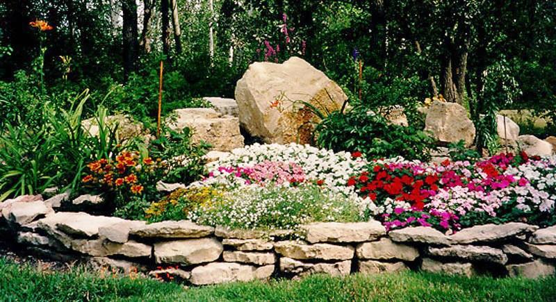 Цветник из камней своими руками фото